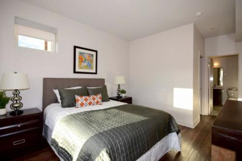 2 bed, $2,500 Photo 1