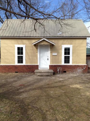 1324 W Maple Street Photo 1