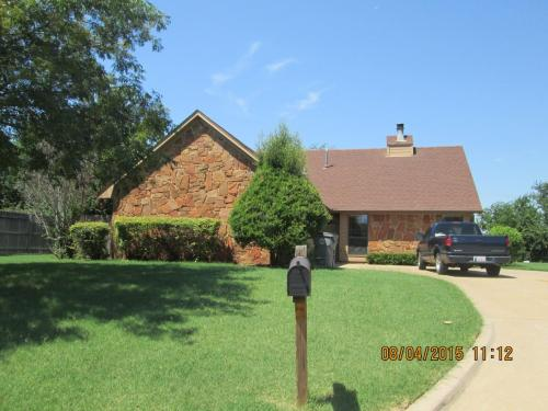 2810 NE Shelter Creek Drive Photo 1