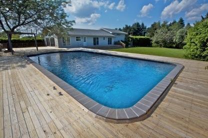 Westhampton Beach Exclusive with Pool & Ten... Photo 1
