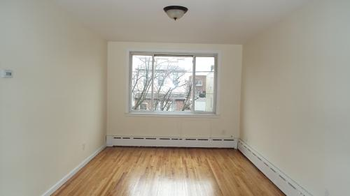 Beautiful Bright 3 Bedroom with Parking and LAR... 2 Photo 1