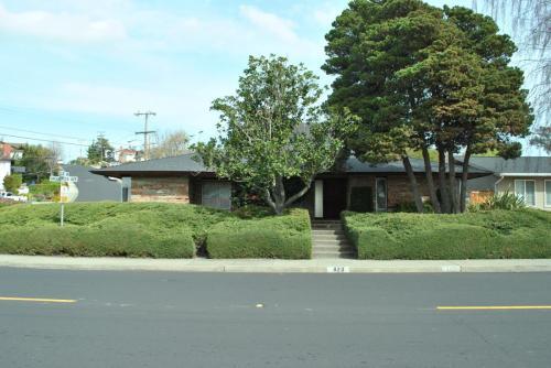 823 Vaqueros Avenue Photo 1