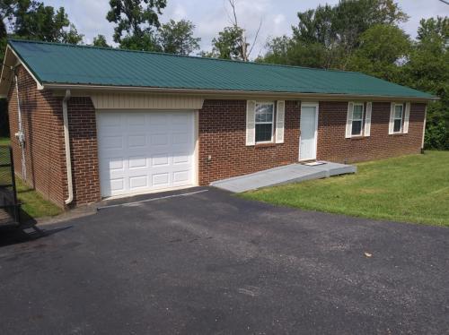 1760 Gainesboro Grade Photo 1