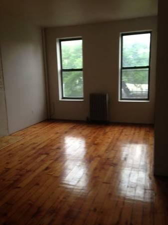 No texts. Great 3 BR for rent. Don't hesitate! ... Photo 1
