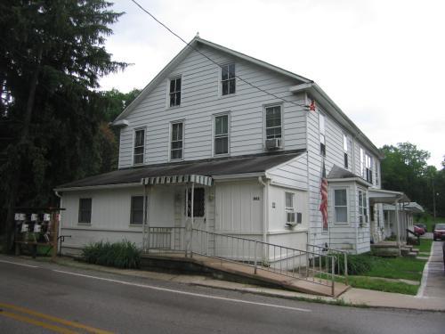 862 Iron Ridge Rd E Photo 1