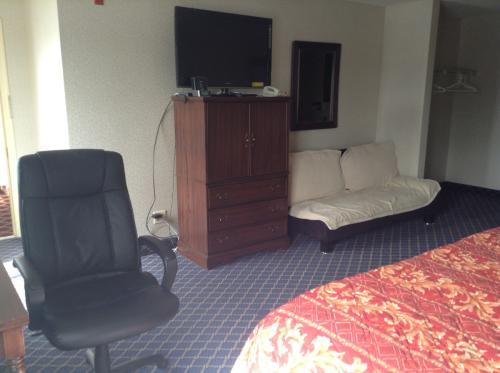 Furnished. 24-Hours Fitness. 40-42 Inch Tv. Inc... 226 Photo 1