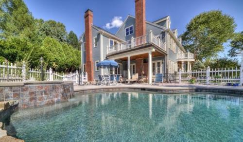 Dive into luxurious living with this 5 bed 8 ba... PRIVATE Photo 1