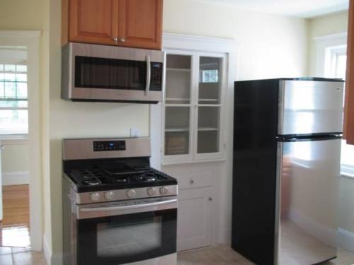 Beautiful sun light 3 beds and 1 bath renovated... Photo 1