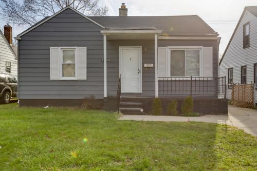 23048 Battelle Ave Photo 1
