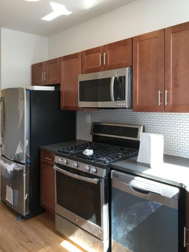 Affordable, Newly Renovated 3 Bedroom Apartment... Photo 1