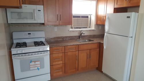 3 Bedroom Apartment for Rent in Pelham Bay 2 Photo 1