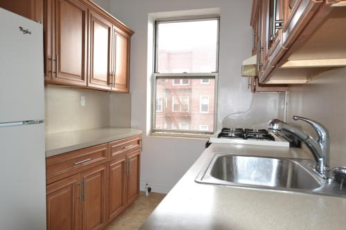 2 Bedroom Apartment for Rent on Shore Rd Photo 1