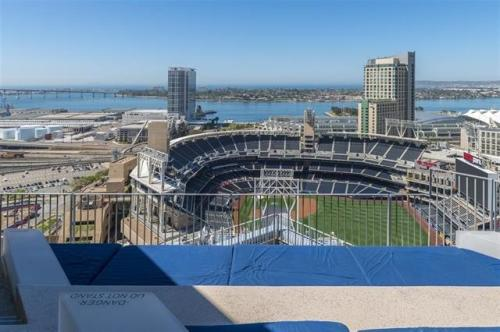Gaslamp location and amenities can't be beat! Photo 1
