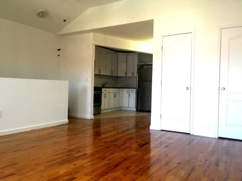 Three bedroom apartment for rent in Bed-Stuy. Photo 1