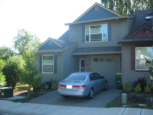 5647 SW Norris Terrace Photo 1