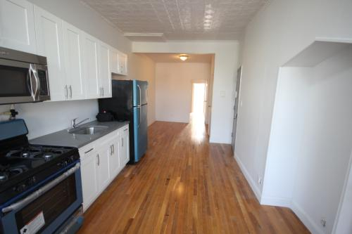 2 bed, $2,600 Photo 1