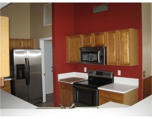 Well-maintained home with gorgeous upgraded kit... Photo 1