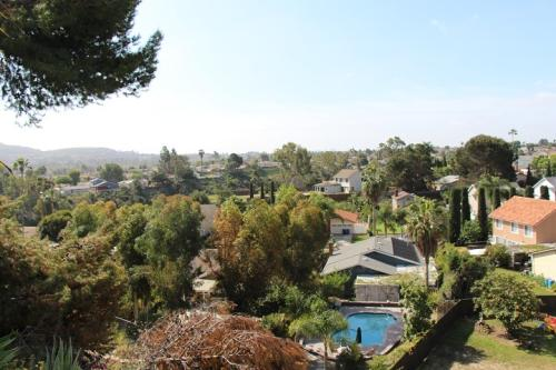 Beautiful House for Rent with Stunning View and... Photo 1
