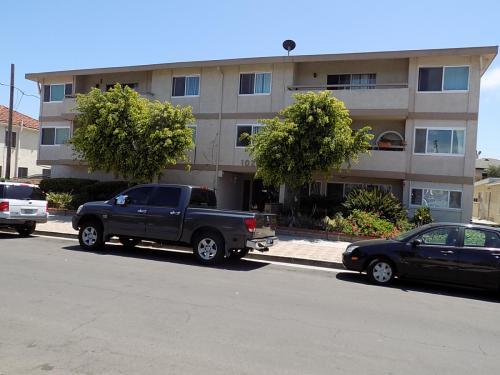 1025 W 8th Street #3 Photo 1