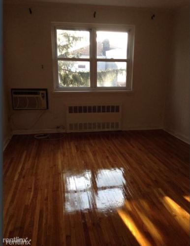 3 bed, $1,900 Photo 1