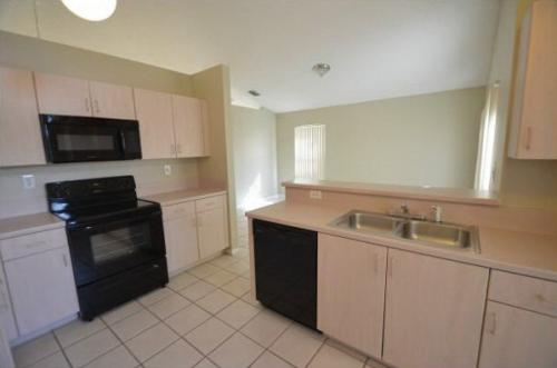 Awesome townhome remodeled throughout in a grea... Photo 1