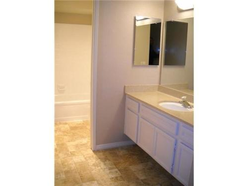 Beautiful 2 Bedroom, 2 Bath , Gated Community, ... Unit 48 Photo 1