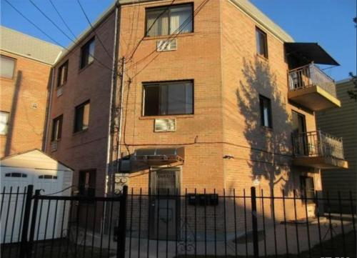7326 Queens Midtown Expy 2 Photo 1