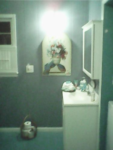 136 Kate Rd ROOM 4 RENT Photo 1