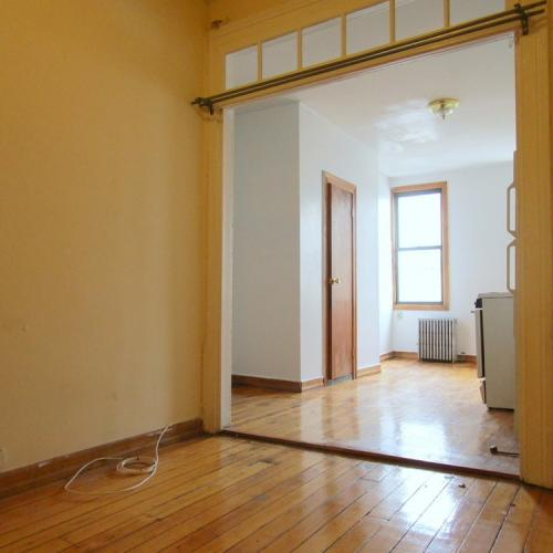 Williamsburg 2 bed with private yard! Photo 1