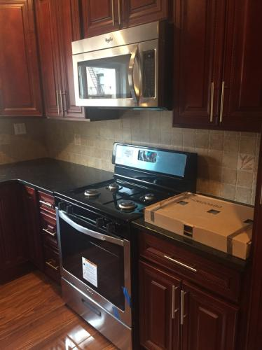 High End 3 Bed 1 Bath With Washer/Dryer Photo 1