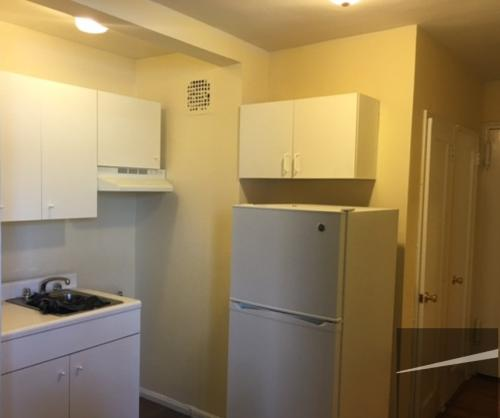 Spacious studio apartment for rent in the heart... Photo 1
