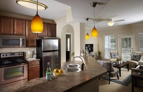 Conveniently located luxury apartment 1ST FLOOR Photo 1