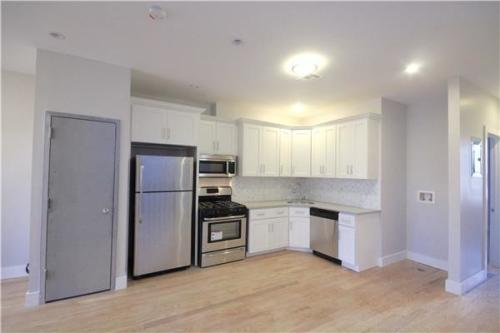 Beautiful four bedroom apartment for rent in Br... Photo 1