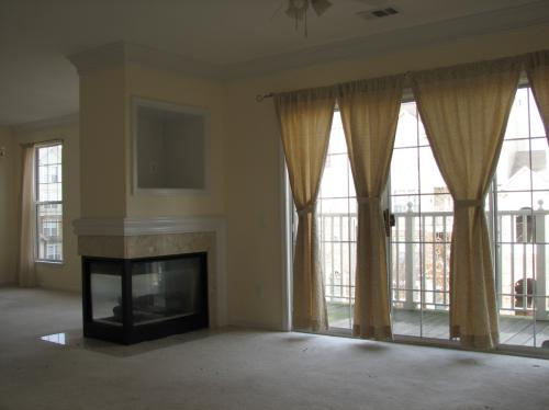 Bright townhouse/condo located steps from metro... 301 Photo 1