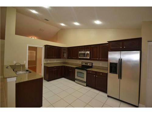 Spectacular 4/2,5 with beautiful upgraded kitch... Photo 1