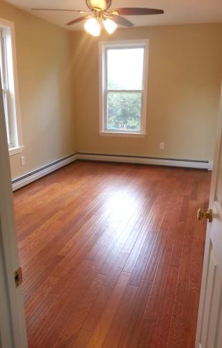 Beautifully updated 2Br in 2 Faimily house in M... Photo 1