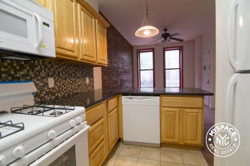 No fee Spacious 3bd apartment in Bedford-Stuyve... Photo 1