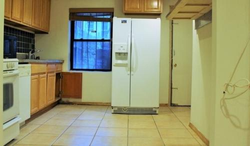 Three bedroom apartment available for rent in B... Photo 1