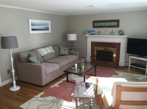 Weekly or One month Rental on Cape Cod 3BR 1.5B... Photo 1