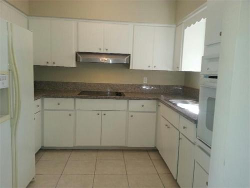 Lovely home well-kept, bright and spacious with... Photo 1