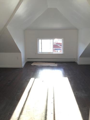 Newly Renovated 3rd Floor House in College Point! 3 Photo 1