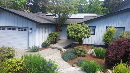 4 bed single family house in Mercer Island Photo 1