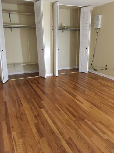 Beautifully renovated 3 bedroom, hardwood, lots... 2 Photo 1