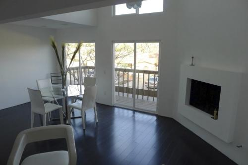 One Bedroom in a shared Mission Valley townhouse Photo 1