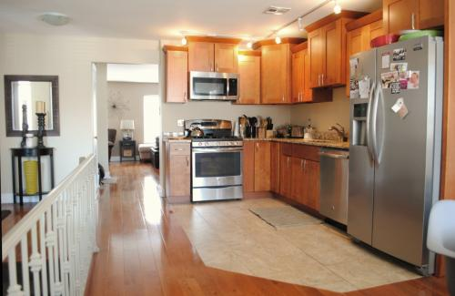 1 Bedroom Available in 3 Bedroom Apartment in S... RESIDENCE Photo 1