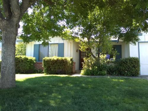 Mesa Oak Court Photo 1