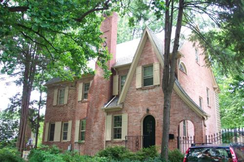 Great house in Chevy Chase, MD Photo 1