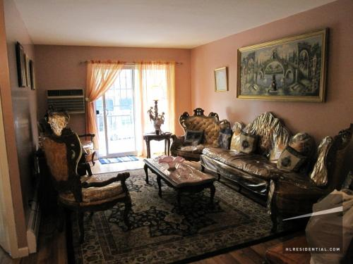 Gigantic 3br apt located in the heart of Woodsi... Photo 1