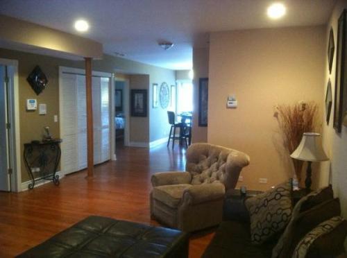2610 W Rosemont Ave 3 Photo 1
