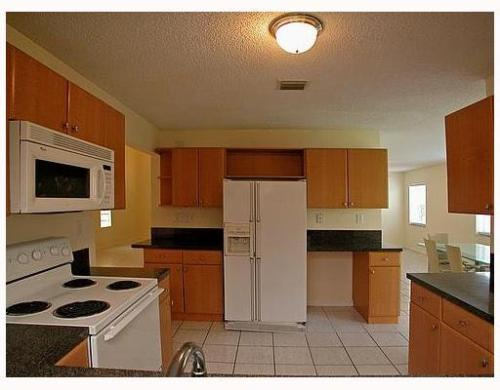 Spacious home 3 bedrooms/ 2,5 bathrooms w/famil... Photo 1